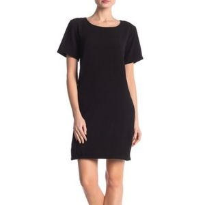 Bobeau Black Short Sleeve Crepe Shift Dress